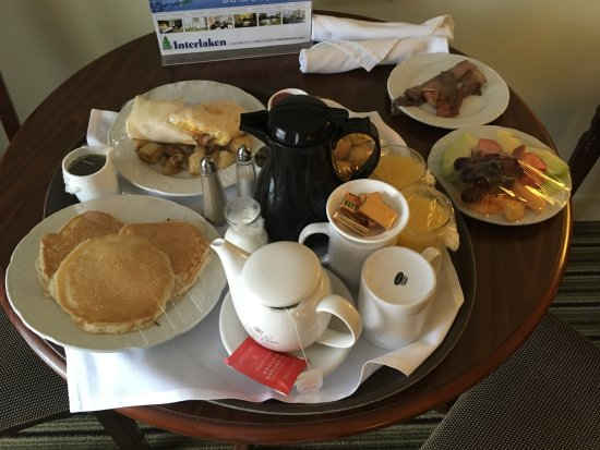 Interlaken Inn: Room Service Breakfast - Fit for a King