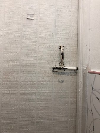 Club Ambiance : Hall bathroon door. Out of touch