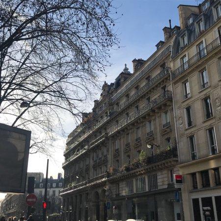 Hotel entrance photo de blc design hotel paris for Blc hotel paris