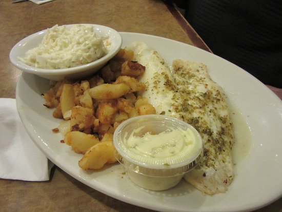 Lancaster, Estado de Nueva York: My husband had his fish broiled and opted for home fries and cole slaw only.