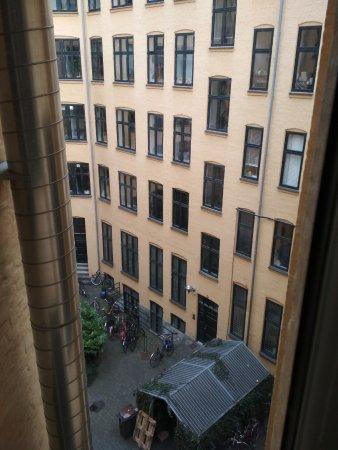 Hotel Windsor: Вид из номера 303 (3-й этаж, рядом с reception)