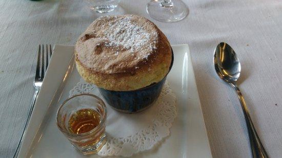 Saint Avertin, Frankreich: soufflé à la mandarine impériale