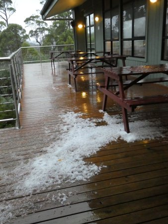 Cradle Mountain Hotel: Early morning hail on deck outside restaurant