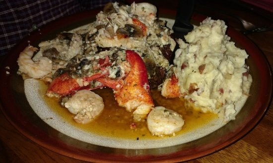 Ulm, Μοντάνα: Thick Montana Angus with crab, shrimp etc.. Chefs. feast