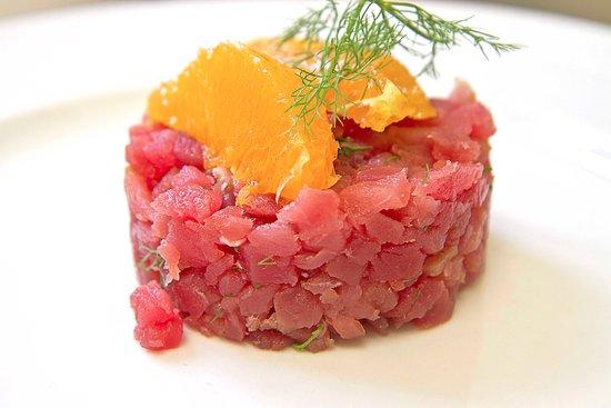 Enoteca Il Grappolo: Pausa pranzo con tartare di tonno rosso, finocchietto e arancia