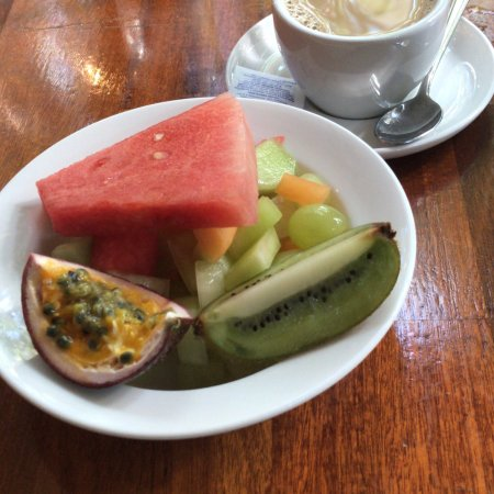 Kewarra Beach, Australia: Pool, reception and breakfast