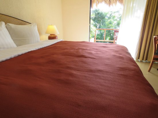 Santa Elena, Guatemala: Bed was very lumpy looking but it was very comfortable.