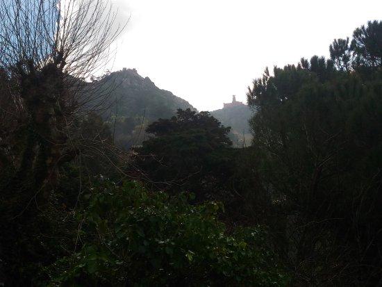 كاسا دو فالي: Vista da rua lateral Casa da Vista - Quarto superior.