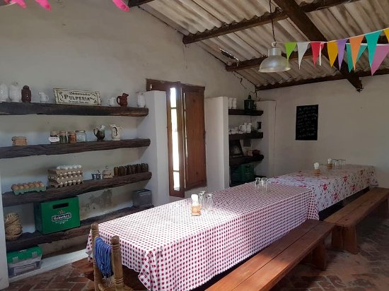 Villa Ruiz, Argentina: adema de estas mesas grandes hay mesas mas pequeñas