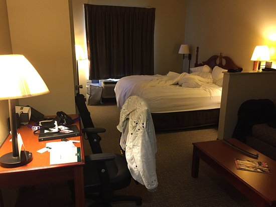 Quality Suites : Huge room