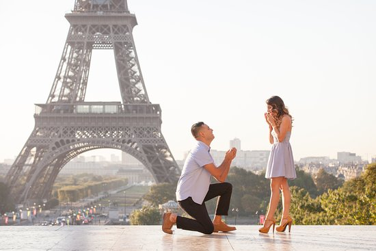 I love capturing Surprise Proposals in Paris!