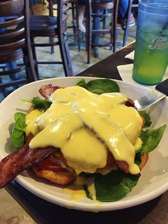 Lakeville, MN: Fried Chicken Benedict