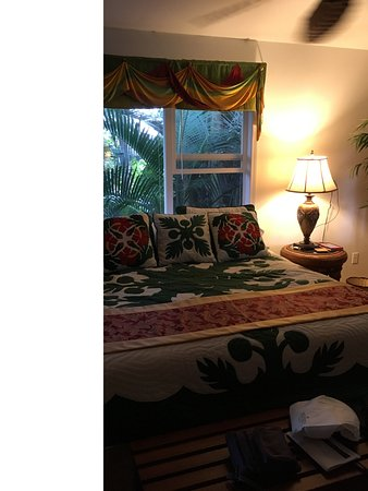 The Bay House: Palm Room at Bay House Bed & Breakfast Hilo