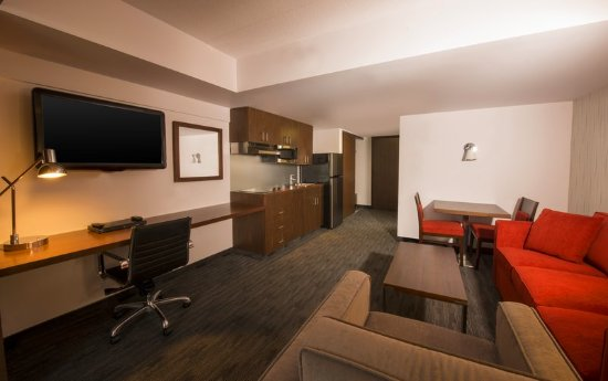 Four Points by Sheraton Winnipeg International Airport: Guest room