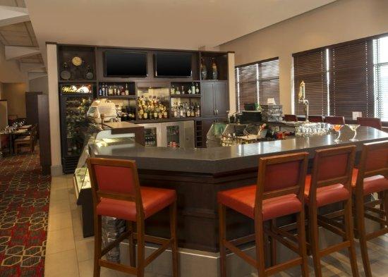 Four Points by Sheraton Winnipeg International Airport: Restaurant