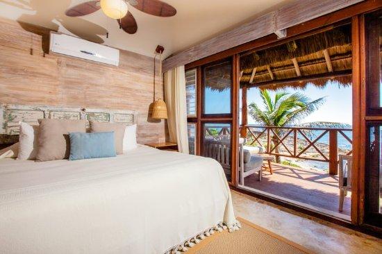 El Pez Colibri Boutique Hotel: Luxury Seafront Cabaña Room