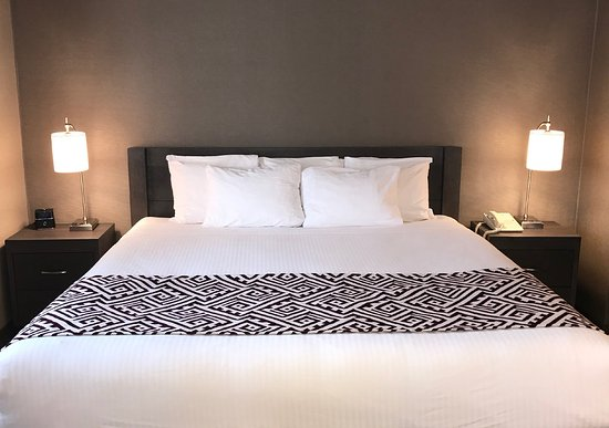Best Western Colonel Butler Inn: Queen Jr Suite with 1 queen bed, mini-fridge, gas fireplace, pullout sofa-bed, shower/jetted tub