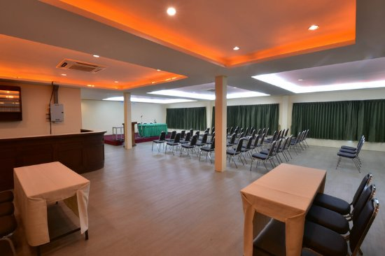 R Mar Resort and Spa: Business center