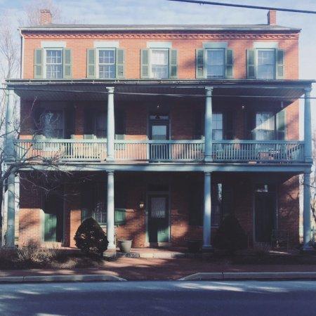 Bird-in-Hand Village Inn & Suites: photo0.jpg