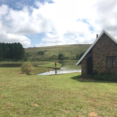 Schoemanskloof, South Africa: Trout dams and awesome scenery from out chalet.