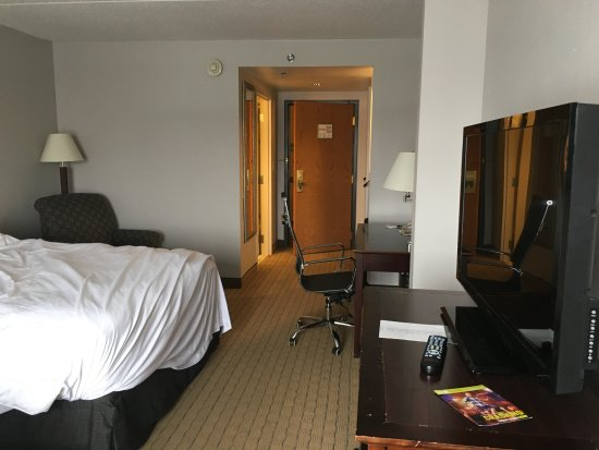 Prospect Heights, IL: spacious comfortable room