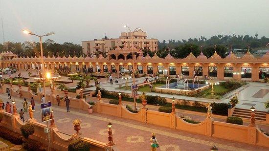 Narmada, Índia: Evening view from first floor