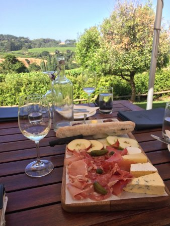 Stellenbosch, South Africa: Fleisch und Käse passen immer gut zum Wein