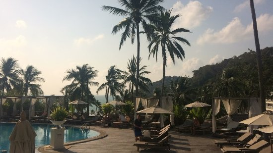 Cape Panwa Hotel: View of the pool from the Andaman Cafe