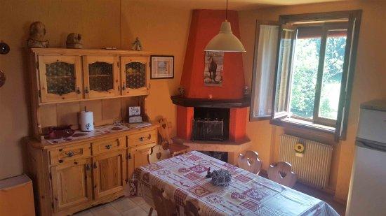 Soggiorno con caminetto picture of appartamenti casa poslen asiago