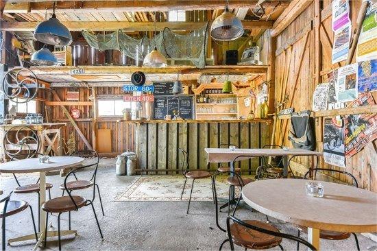 Tofta, Sverige: Pub Ladan
