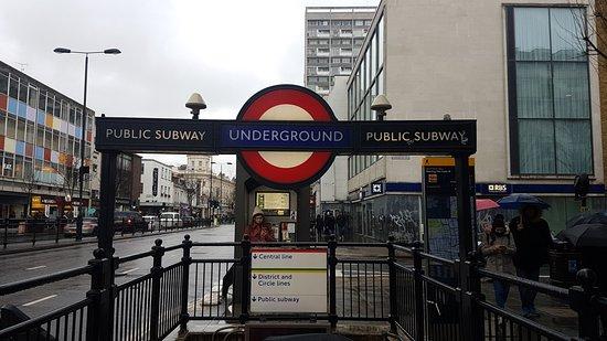 Notting Hill Hotel: Para de Metro a solo 3 minutos del hotel andando.