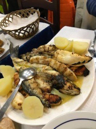 Restaurante Rio Coura: Bandeja de pescado muy grande para dos por 18 euros