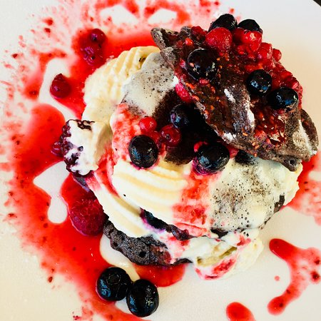 Guildford, Australie : Chocolate pancake with berries