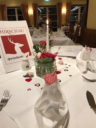 Bezaubernde Tischdeko Zum Valentinstag Bild Von Gaststatte