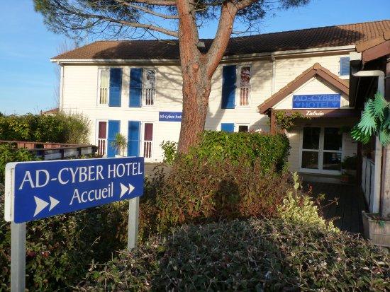 Ad Cyber-Hotel