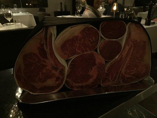 George Prime Steak: Meat presentation