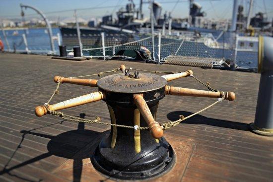 Floating Naval Museum Battleship Averof: Περπατώντας στο κατάστρωμα...