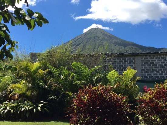 Hotel Lomas del Volcan: View from the bar!