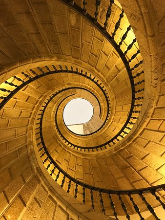 Triple escalera vista desde abajo.: fotografía de Museo do Pobo Galego,  Santiago de Compostela - Tripadvisor