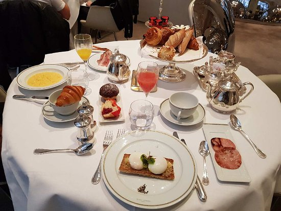 petit dejeuner am ricain american breakfast picture of hotel plaza athenee paris tripadvisor. Black Bedroom Furniture Sets. Home Design Ideas