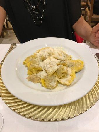 Porto Mantovano, Italia: Tortelli di zucca burro e salvia