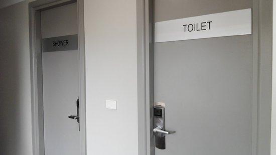 Travelodge Hotel Sydney Wynyard: Dusche im obersten Stock
