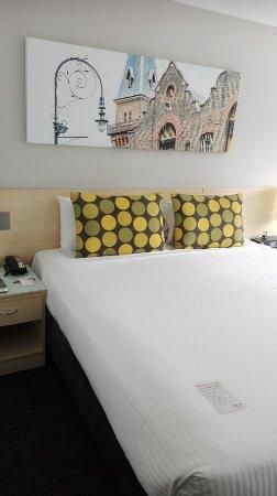 Travelodge Hotel Sydney Wynyard: Bett, auf Wunsch auch zu trennen in 2 Einzelbetten :)