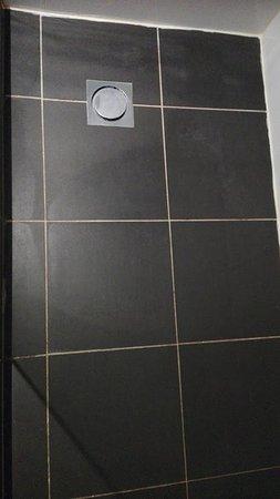 Travelodge Hotel Sydney Wynyard: Dusch-Boden