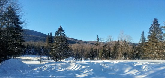 Eden Dogsledding: View from the parking lot.....absolutely gorgeous !!!!