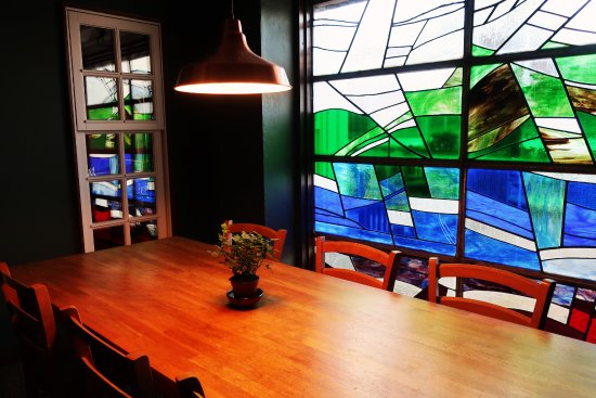 Lime Tree: Restaurant seating by the stained glass window.