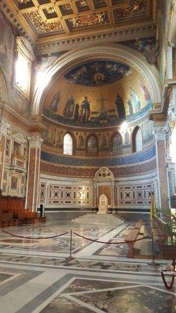 Arcibasilica di San Giovanni in Laterano: Papal chair
