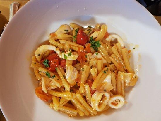 Provincia di Napoli, Italia: Casarecce con Totano e Pomodorino