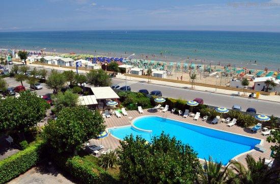 L 39 hotel perla di senigallia si trova sul lungomare della nota spiaggia di velluto picture of - Hotel con piscina senigallia ...