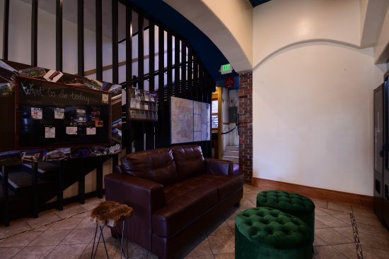 11th Avenue Hotel & Hostel: Upgraded lobby space.